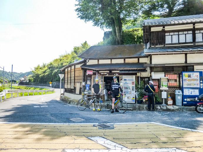 photo by Manseki Kanemitsu -- Koka, Shiga, Japan -- Copyright 2016 Manseki Kanemitsu