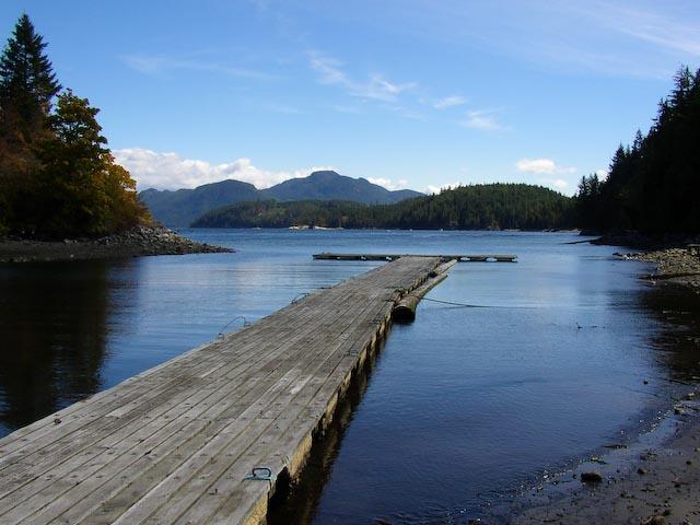 1 / 400 sec, f/5.6, ISO 60 — full exif Lake -- Copyright 2006 Katsunori Shimada, http://regex.info/blog/