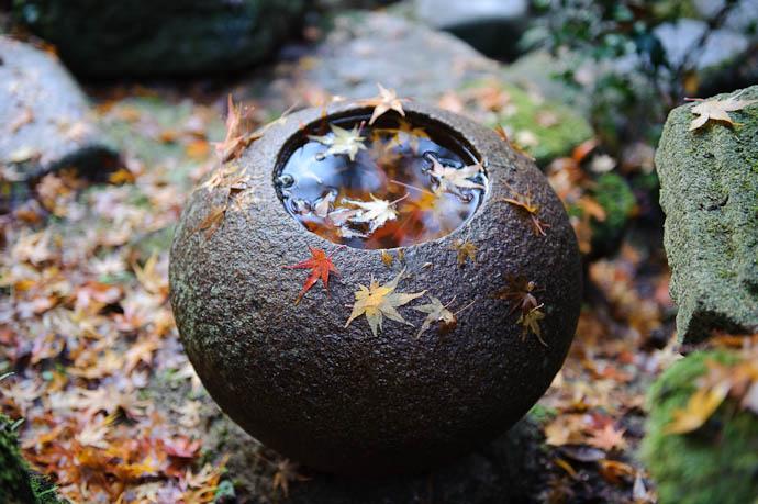 Copyright 2009 Paul Barr -- Nishimura Stone Lanterns -- Kyoto, Japan