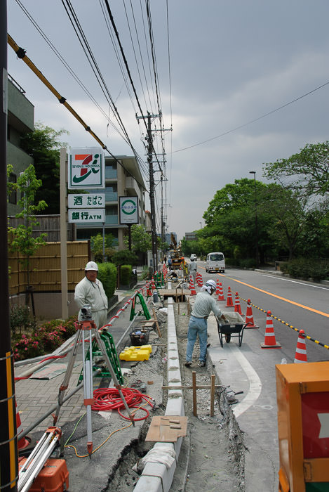 Part of the Construction Eight years ago 八年前、都市美化は始まりました -- Kyoto, Japan -- Copyright 2006 Jeffrey Eric Francis Friedl, http://regex.info/blog/