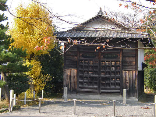 A temple storehouse in Eastern Kyoto. Photo by Katsunori Shimada