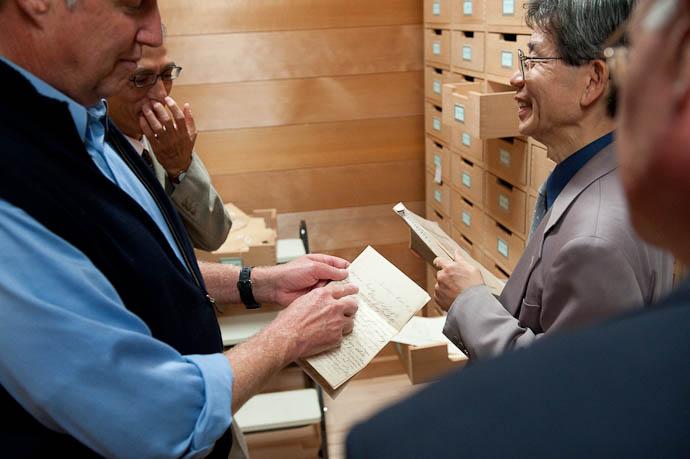 Inspecting an 1886 Letter -- Kyoto, Japan -- Copyright 2008 Jeffrey Friedl, http://regex.info/blog/